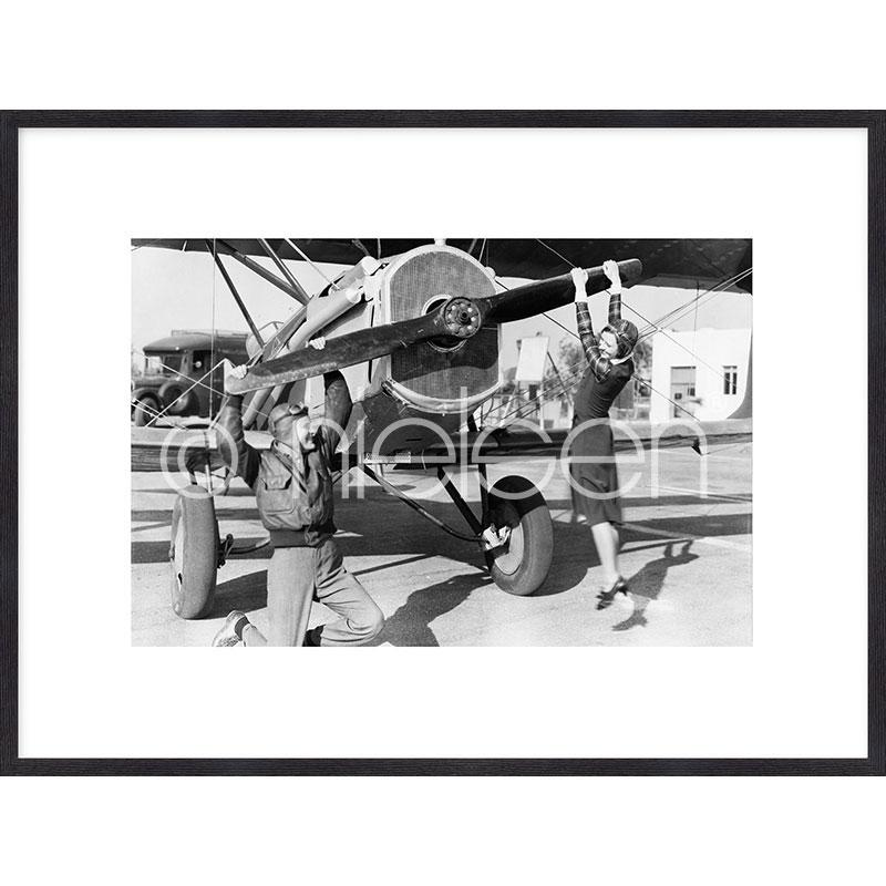 """Beeld met lijst """"Historic plane II"""" met lijst van hout Quadrum"""